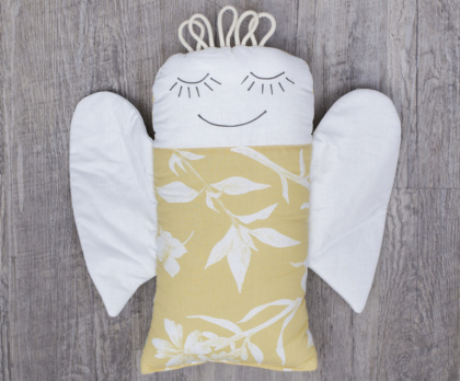 Plněný polštářek ANDĚL flora dijon