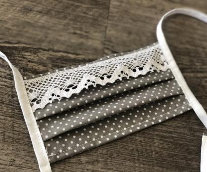 Bavlněná rouška šedý PUNTÍK s krajkou
