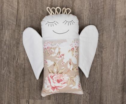 Plněný polštářek ANDĚL patchwork růžový S KRAJKOU